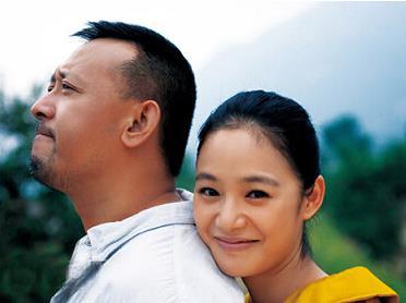 周韵姜文年龄差多少怎么在一起的:姜文为什么娶周韵