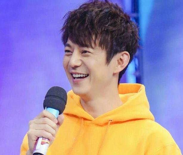 湖南卫视跨年晚会2021何炅(何炅是湖南卫视签约主持人吗)