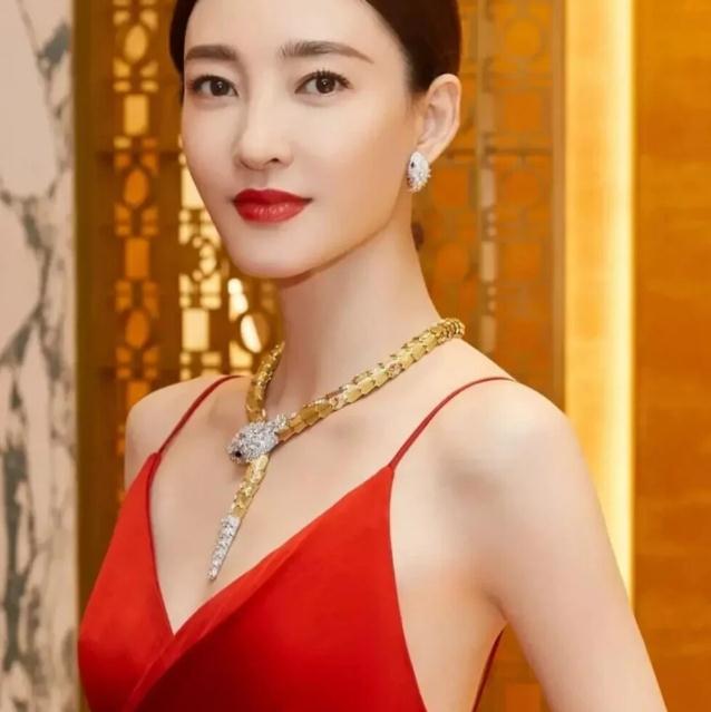王丽坤最新主演的电影电视剧(王丽坤颜值巅峰的电视剧)